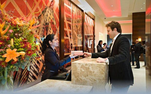 Check in tại khách sạn và quy trình thực hiện ra sao?